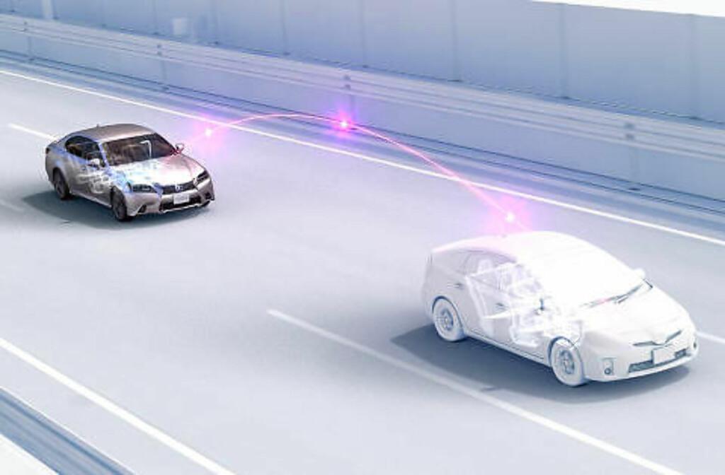 KOMMUNISERENDE BILER: Også Toyota har tro på biler som kommuniserer med omgivelsene og hverandre. Foto: TOYOTA