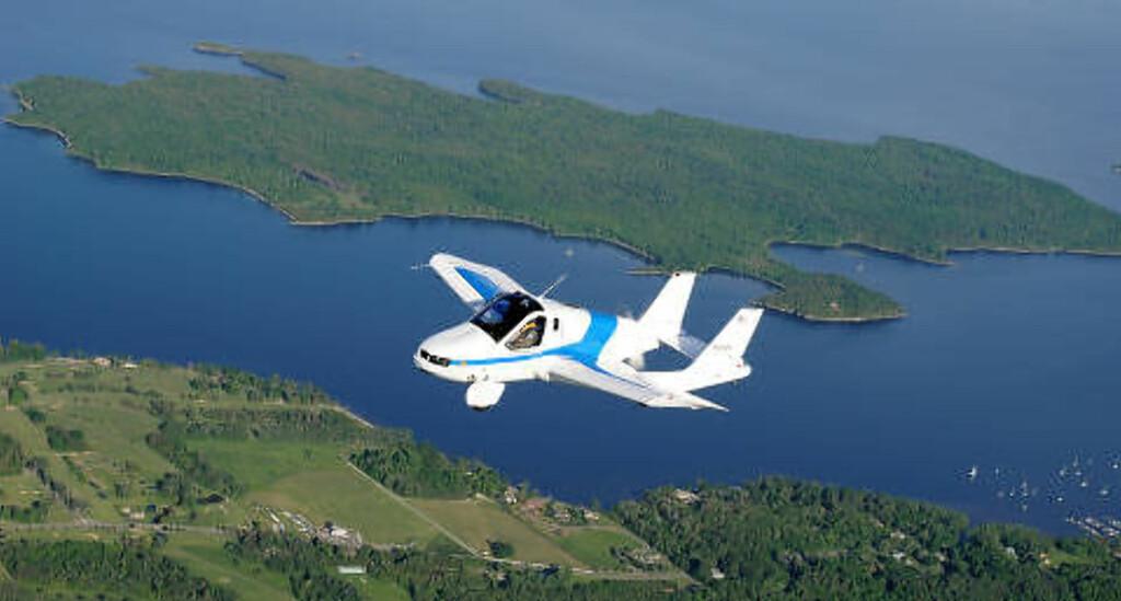BILFLY: Denne «bilen» kan fly. USA-firmaet Terrafugia har hatt sin prototype Transition i lufta flere ganger og ønsker å sette den i produksjon. Mer moderne modeller er under planlegging. Foto: Terrafugia