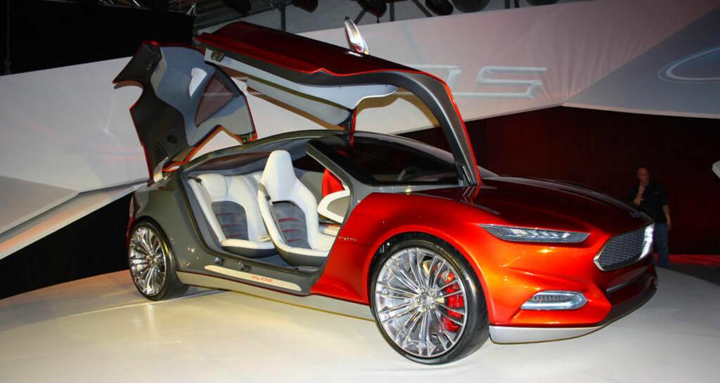 DEN KOMMUNISERENDE BILEN: Ford Evos er en konseptbil fra 2011 som inneholder mye av teknologien vi kommer til å forholde oss til i framtida.  Foto: KNUT MOBERG