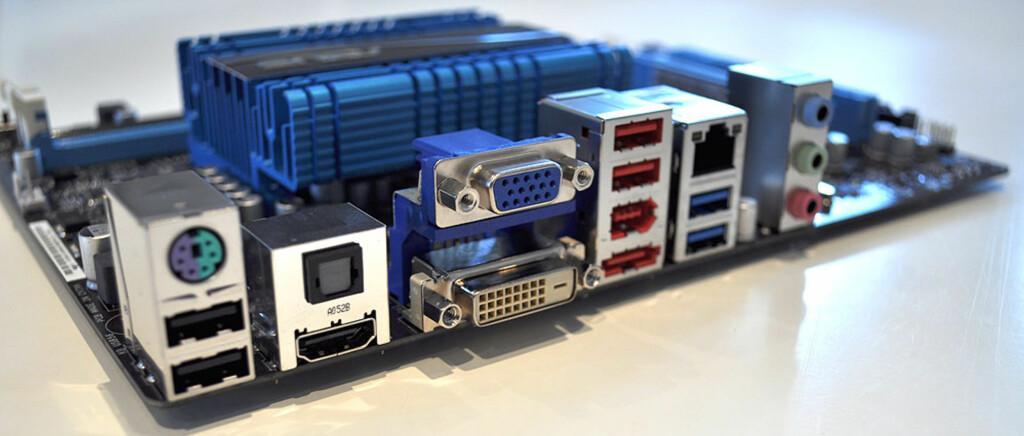Godt med tilkoblingsmuligheter, inkludert USB 3.0 og Firewire. Foto: Bjørn Eirik Loftås