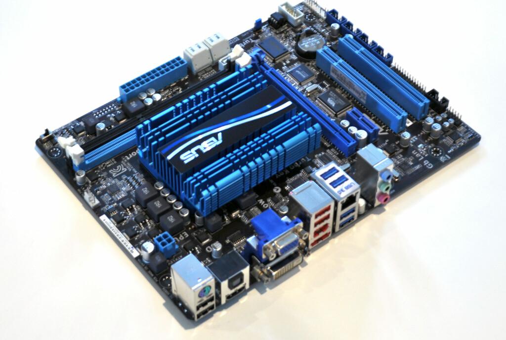 Drømmer du om en lydløs PC? Dette hovedkortet har integrert prosessor og en svær kjøleribbe som dekker både APU og brikkesett. Ingen vifter overhodet. Foto: Bjørn Eirik Loftås