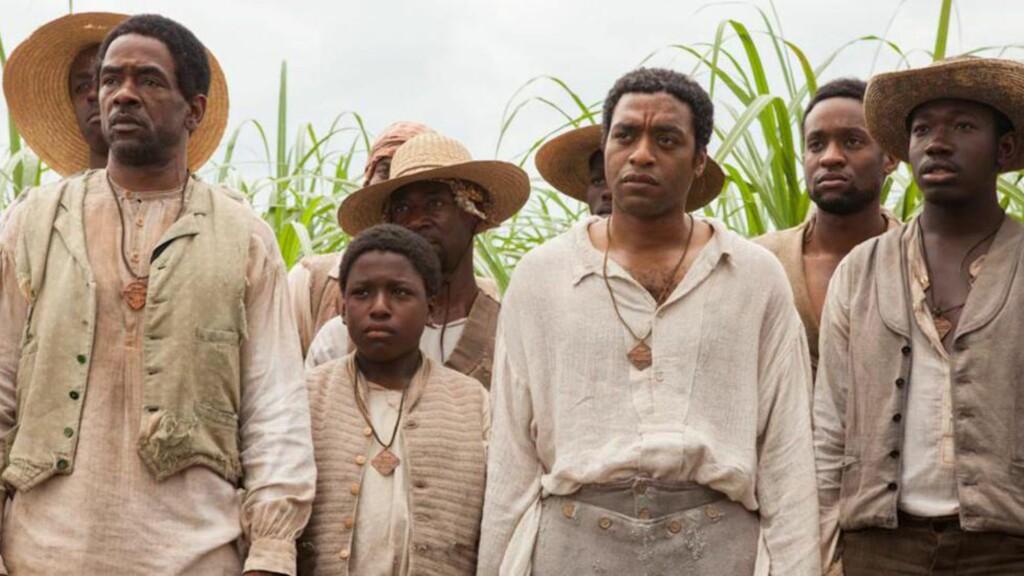 OSCAR-FAVORITT: «12 Years a Slave» forventes å sanke mange nominasjoner i årets Oscar-utdeling, men ikke alle er enige i at filmen fortjener heder og ære. FOTO: SF Norge AS