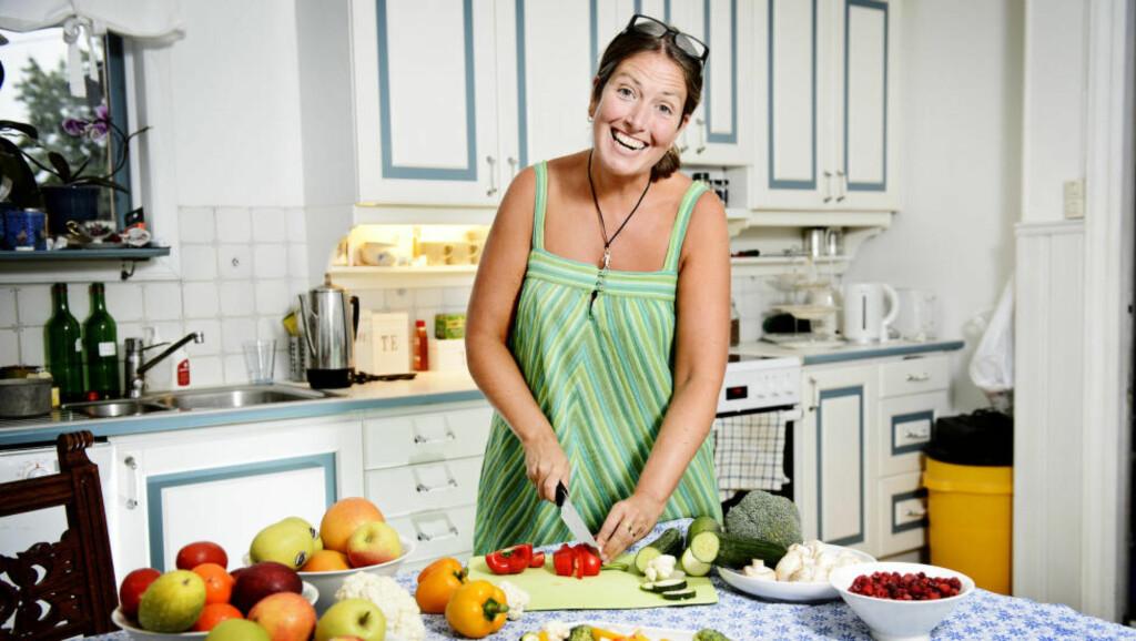 FORNØYD: Lena Söderblom har gått på 5:2-dietten i et halvt år. - Jeg lever et sunnere liv nå, og trener flere ganger i uka. Jeg kommer til å fortsette med 5:2 så lenge jeg merker at den gjør nytte, sier hun til Dagbladet. Foto: JENS L'ESTRADE / NTB SCANPIX