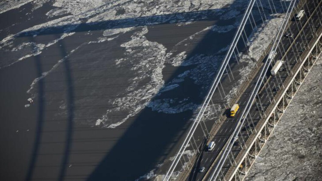 STENGTE TO FELT: Stengingen førte til et massivt trafikkaos på Fort Lee-sida av broa. Foto: Andrew Burton/Getty Images/AFP