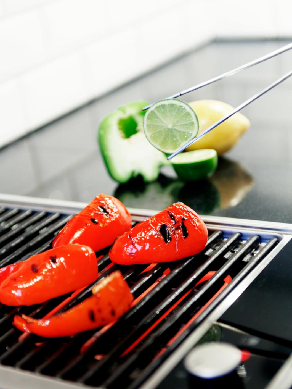 Matlagingsbilder? Ja, hvorfor ikke vise frem den fancy komfyren på en inspirerende måte? Foto: Anders Lindén