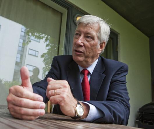 Sigbjørn Johnsen er enig i at lavutslippsbiler før få rabatt, men varsler en totalgjennomgang av avgiftene for 2012. Foto: Per Ervland