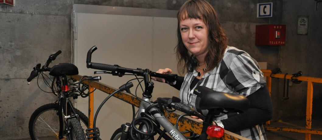 <strong>LÅS SYKKELEN INN:</strong> Står sykkelen i låst bod eller garasje, får du erstattet større beløp ved tyveri, forteller Heidi Tofterå Slettemoen i Tryg. Foto: Tryg
