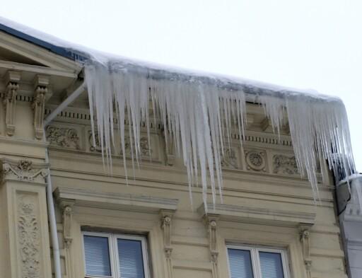Istapper er et sikkert tegn på at taket ikke er godt nok isolert. Foto: Anticimex