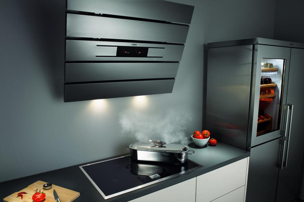 Legg merke til induksjonstoppen, hvor flere koke-soner nå kan kobles sammen. Foto: AEG