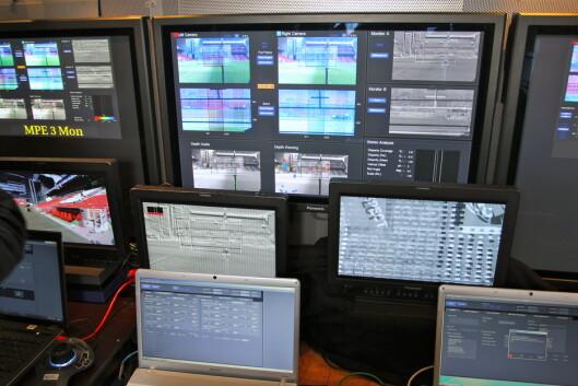 <strong><B>DYRT:</strong></B> På disse svindyre arbeidsstasjonene etterbehandles 3D-signalene i sanntid, slik at TV-seerne ikke blir svimle når 3D-kameraene zoomer inn og ut. Foto: Øivind Idsø