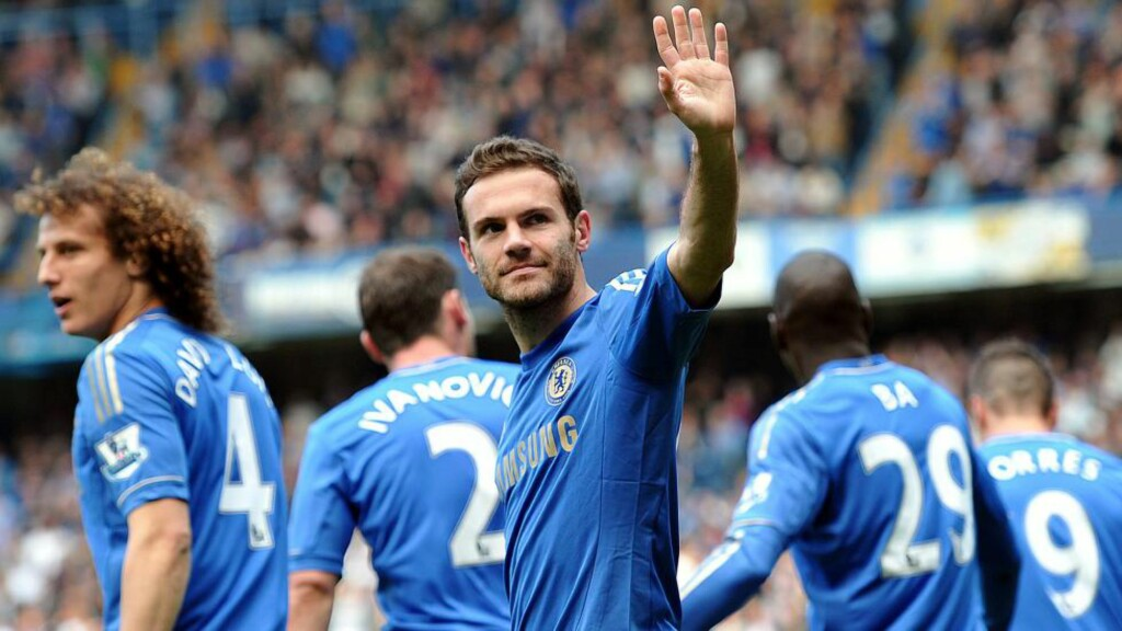 HAR SIGNERT: Juan Mata er klar for Manchester United. Foto: AFP PHOTO/CARL COURT/NTB Scanpix