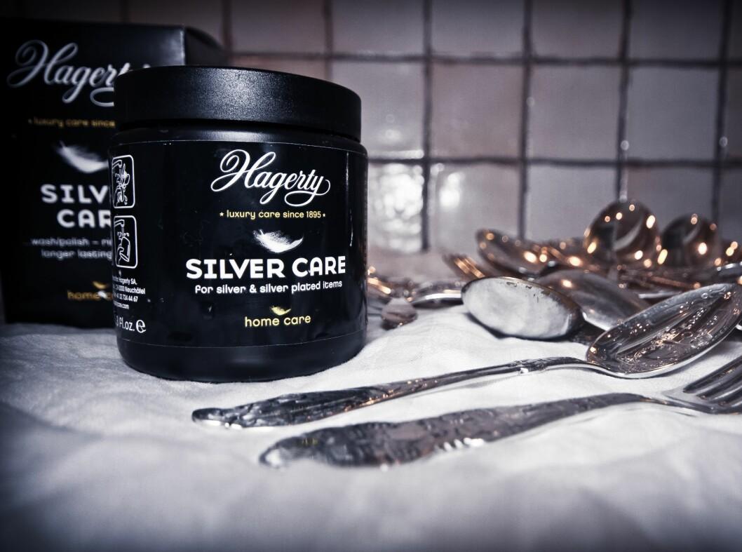 Pussepastaen Hagerty Silver Care og lignenede produkter forhandles hos flere gullsmedforretninger. Et alt-i-ett pusse- og poleringsprodukt som gir et svært godt resultat. Denne ble kjøpt på Juvelen, og koster 129 kroner.  Foto: Lisa Dahlbak Jacobsen
