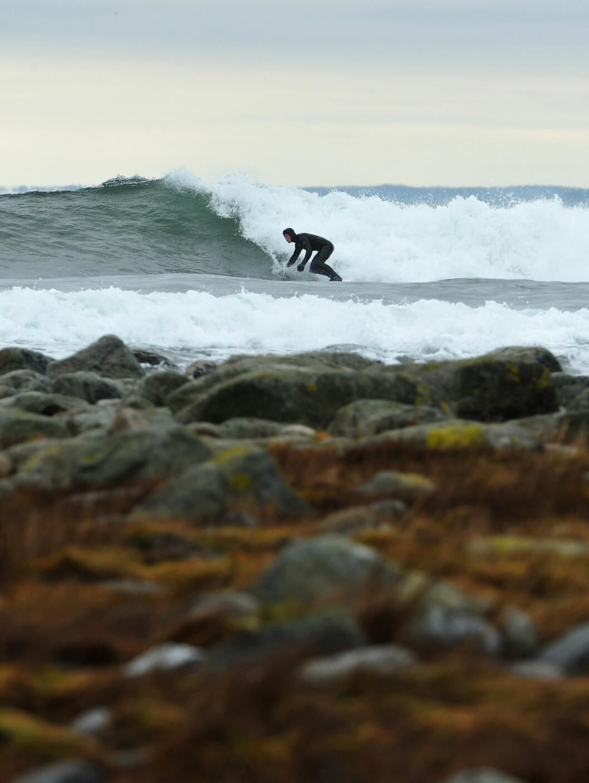 Velger man de rette bølgene har man gode muligheter til surfe opp mot 100 meter på Saltstein.  Foto: Hans Kristian Krogh-Hanssen