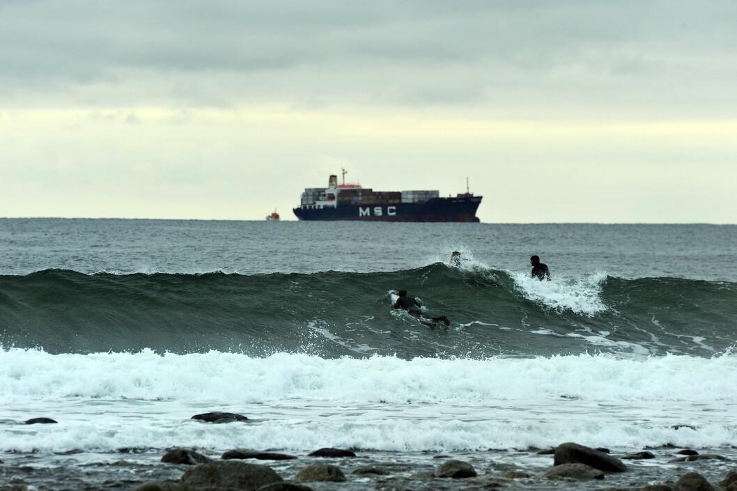 Surferne på Saltstein har god utsikt mot skipsleie fra Larvik og Oslofjorden.  Foto: Hans Kristian Krogh-Hanssen