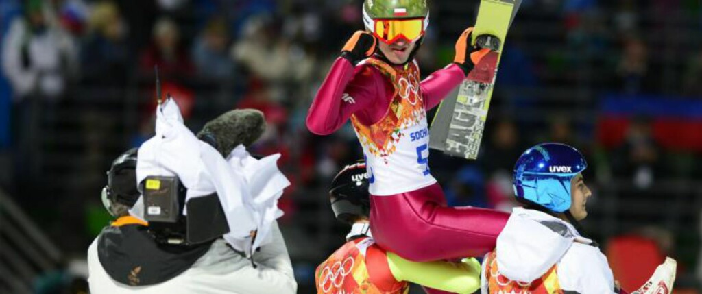 GULL TIL POLEN: Kamil Stoch kunne juble over et suverent gull.  AFP PHOTO / JOHN MACDOUGALL