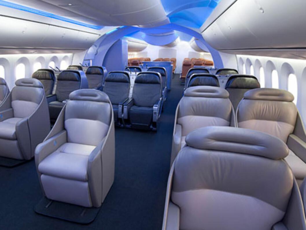 Dreamliner vil få store vinduer, og romslig plass til passasjerene. Foto: Boeing