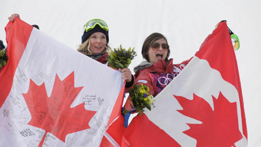 <strong>KANADISKE MEDALJER:</strong> Dara Howell (t.v) tok gullet i slopestylefinalen, mens landskvinnen Kim Lamarre innkasserte bronsen. Foto: AP /Andy Wong / NTB SCANPIX