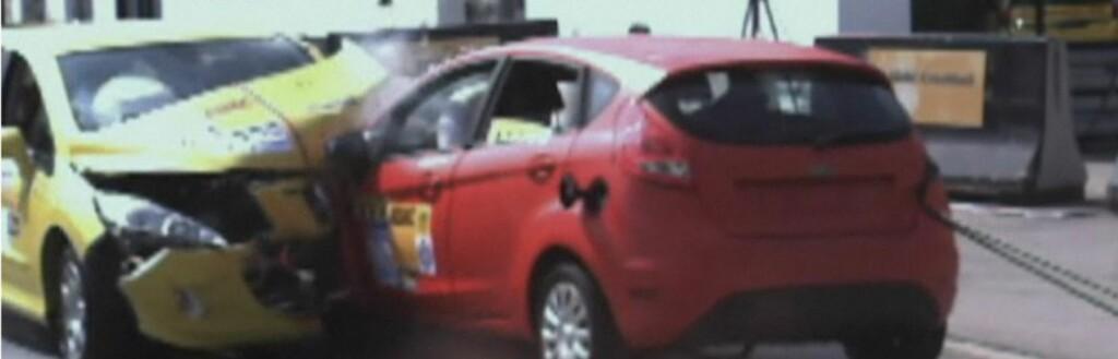Peugeot 308 (gul) mot Fordi Fiesta (rød) Foto: ADAC