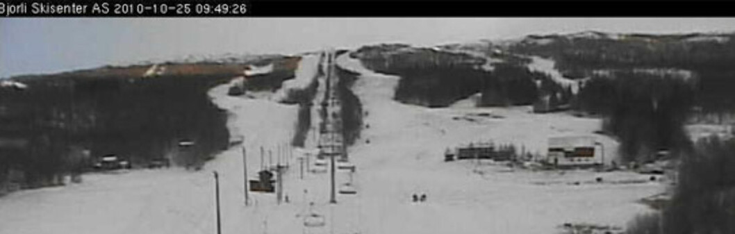 <strong>VINTERLAND:</strong> Slik så det ut på Bjorli klokken 09.49 mandag 25. oktober.  Foto: Webkamera/Bjorli Skisenter
