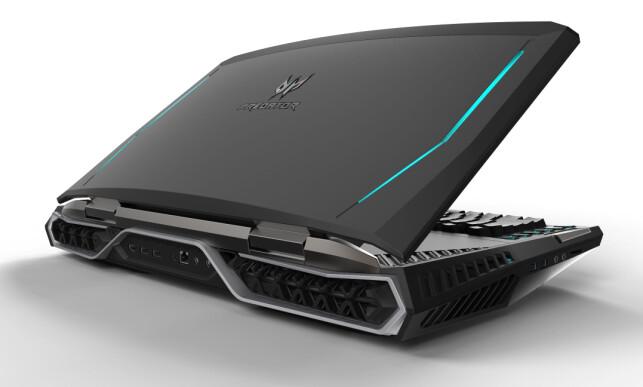 ET MONSTER: Acers nye Predator 21X kan vel knapt kalles bærbar PC, men du kan ta den med på nærmeste kafé for å game litt om du ønsker.