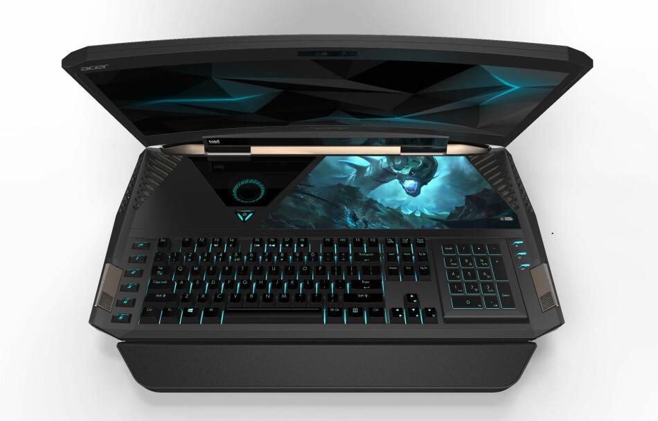 JO DA, DETTE ER EN BÆRBAR: Acers nye gaminglaptop er ikke som andre gaminglaptoper. Enorm er stikkordet. Ser du også at skjermen er buet? Foto: Acer