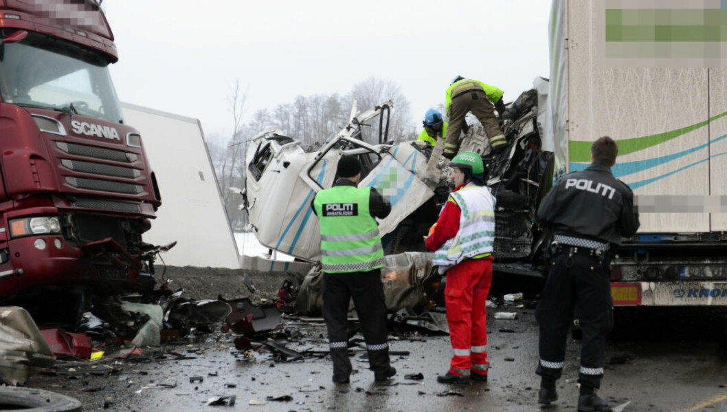 <strong> OMKOM:</strong>  Førerhuset på det ene vogntoget ble knust i kollisjonen. Foto: Lasse Ljung / Nyhetsfoto