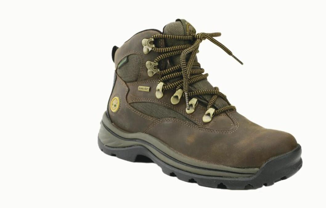 Ifølge det danske forbrukerrådet bør du tenke deg om før du impregnerer skoene dine. Stoffer i impregneringen kan skade helsen din.