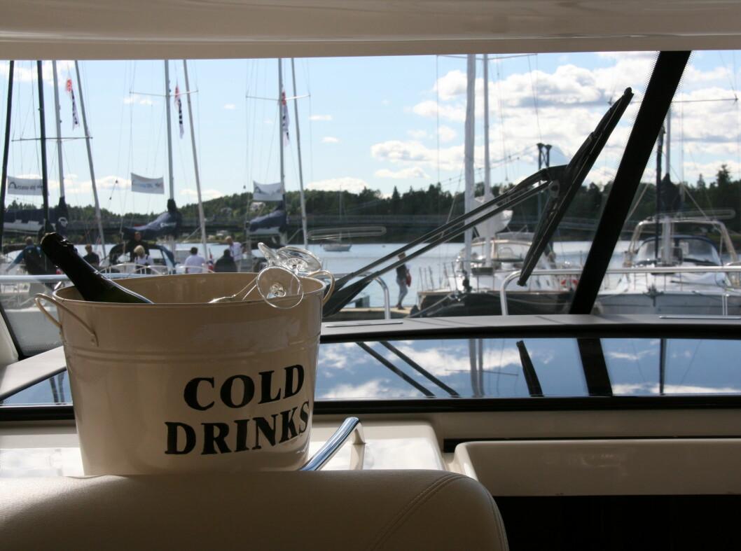 Avkjølt drikke på Prestige 38S Foto: Kristin Sørdal