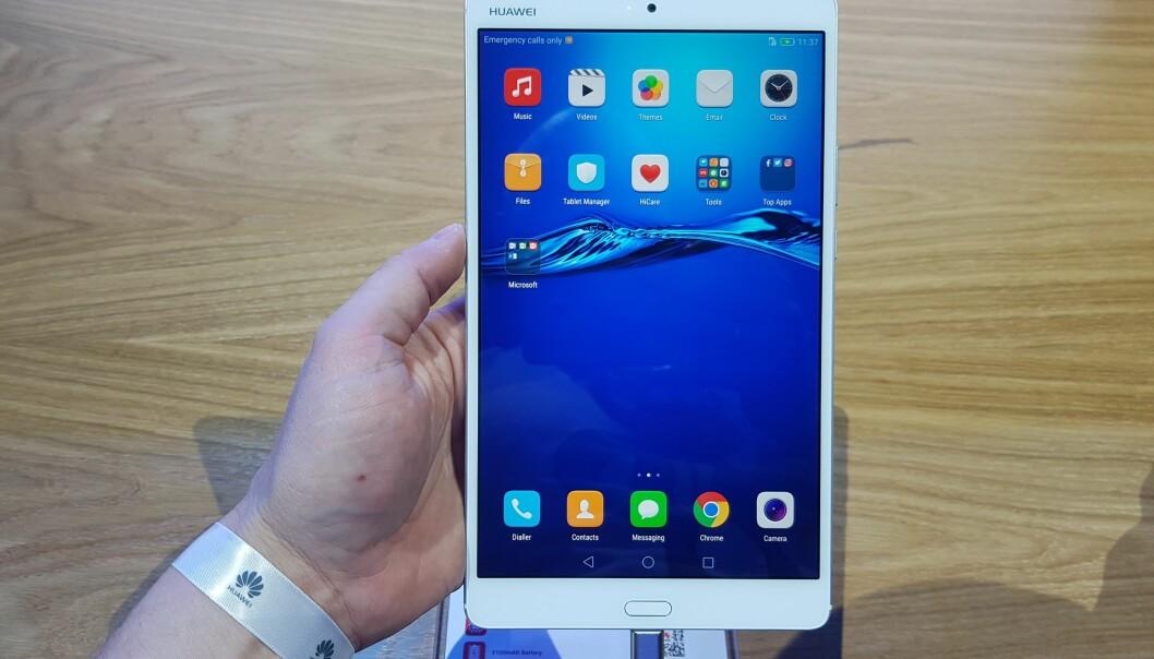 <strong>NYTT NETTBRETT:</strong> Huawei MediaPad M3 måler 8,4 tommer over diagonalen, har 2K-skjerm og lander på 3.000 kroner i norske butikker. Foto: Pål Joakim Olsen