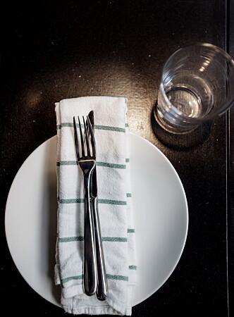 <strong>BISTRO:</strong> Borddekkingen er enkel, men maten imponerer. Foto: ANITA ARNTZEN