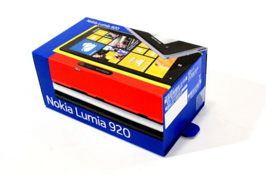 <strong>IKKE OPTIMALT:</strong> Nokia Lumia 920 lovet så mye, og holder mye av det. Men vekten og størrelsen ødelegger noe av moroa.  Foto: Ole Petter Baugerød Stokke