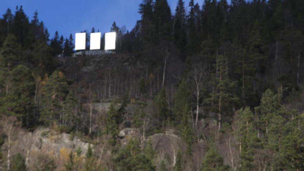 GAMMEL IDE: Speilet, som først ble foreslått installert for hundre år siden, er plassert høyt oppe i fjellsida. Foto: TERJE BENDIKSBY / NTB SCANPIX