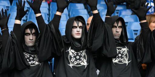 image: Hvem er de kappekledde mennene som skremmer hele Fotball-Europa?