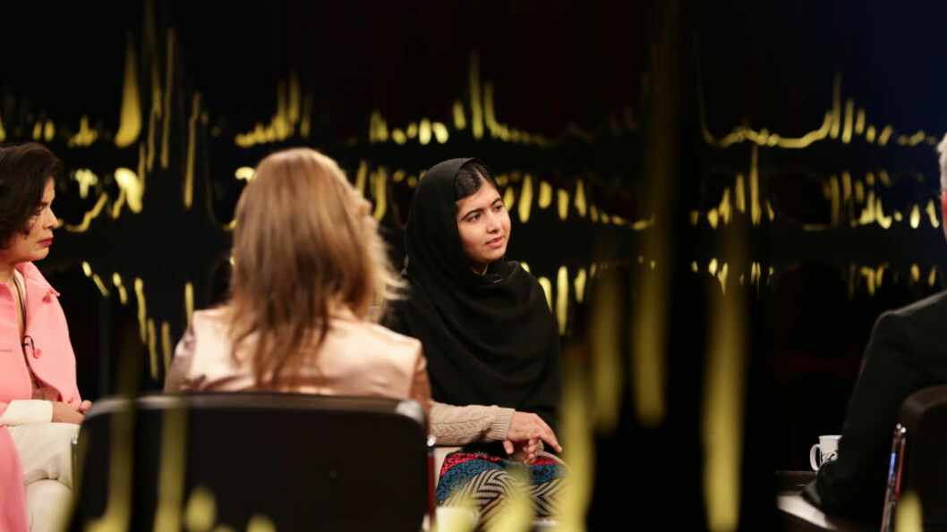 IDOL: Både prinsesse Märtha Louise og Bianca Jagger, begge i rosa for anledningen, bleknet i forhold til den karismatiske Malala Yousafzai på «Skavlan» forrige helg. Foto: Monkberry / NTB scanpix