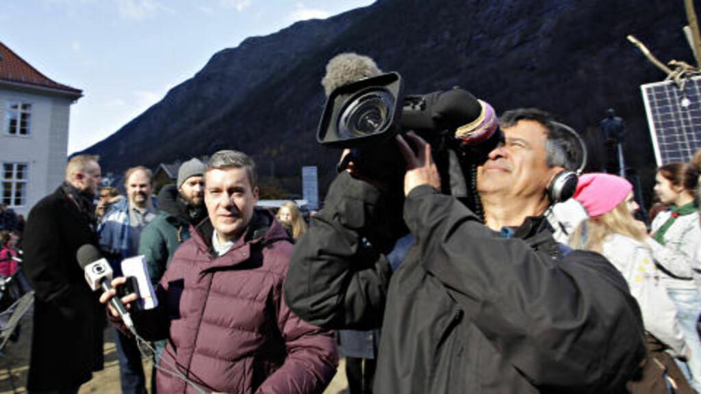 BRASIL: Roberto Kovalick (t.v)  og Paulo Pimentel fra Globo TV som kan ha 60 000 000 seere.  Foto: OLE C. H. THOMASSEN