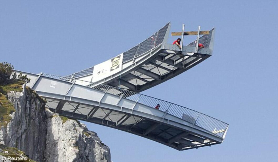 <strong><B>IKKE FOR DE MED HØYDESKREKK:</strong></B> AlpspiX åpnet i Sveits forrige måned, og er et av Europas mer spektakulære reisemål hva utsikt angår.