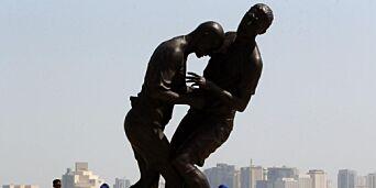 image: Denne statuen ble for sterk kost for folk i Qatar