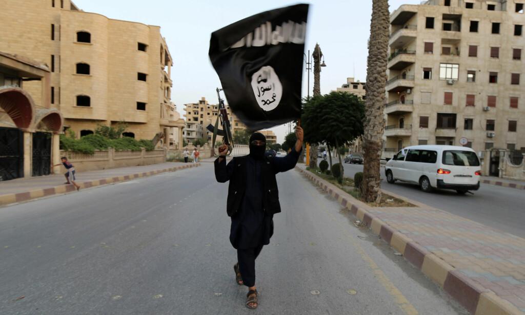 - VAR FREMMEDKRIGER: Ifølge tiltalen var 34-åringen fra Verdal væpnet fremmedkriger i IS i halvannet år. Her et arkivbilde fra terrororganisasjonens «hovedstad» Raqqa i 2014. Foto: Reuters / NTB Scanpix