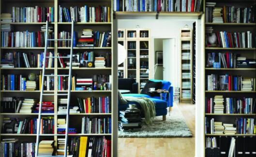 Selv om de ikke nødvendigvis er spesialtilpasset, men er standard hyller fra Ikea - er de fastmontert, skal de følge med boligen når den selges - med mindre annet er avtalt.  Foto: Ikea