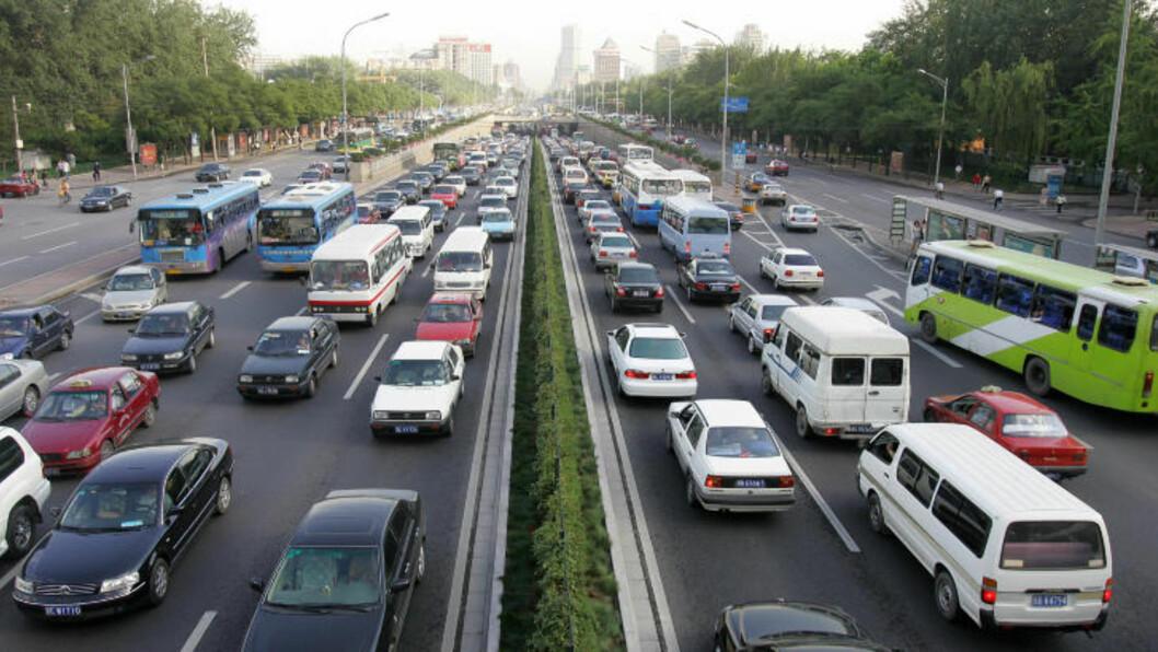 <strong>MIL ETTER MIL:</strong> Rushtrafikken i norske byer er anslått å være den verste i Norden, men blir i de fleste tilfeller småtteri sammenliknet med trafikken i byer som Beijing. Foto: AFP / Frederic J. BROWN / NTB scanpix