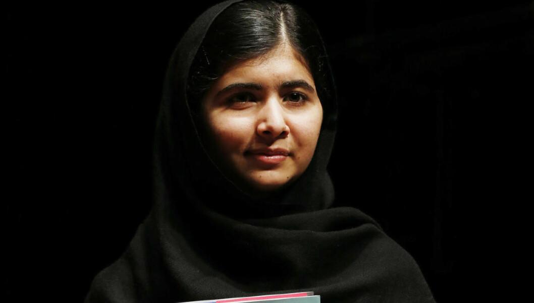 FORBYS I EGET HJEMLAND: Jenter og gutter i skolealder får ikke lese Malalas bok på skolen i Pakistan, fordi ledelsen mener hun ikke har nok respekt for islam. Foto: REUTERS / Olivia Harris / NTB Scanpix