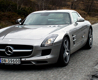 PRØVEKJØRT: Mercedes SLS AMG