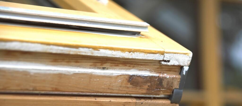 Det er viktig å sjekke vinduene før det går så langt at det blir råte i karmene.  Foto: Frode Larsen/Ifi.no