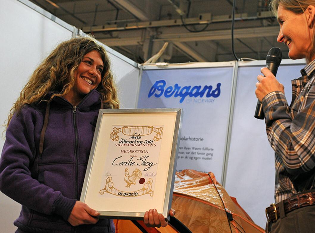 Polfarer og eventyrer Cecilie Skog tar imot prisen som årets villeste. Foto: Hans Kristian Krogh-Hansen