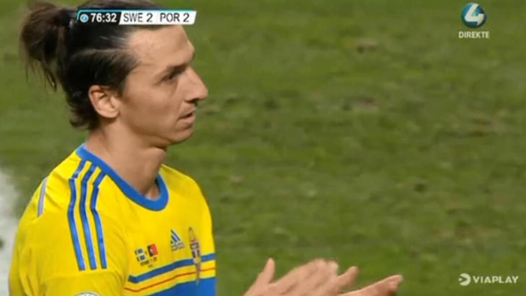 <strong> MÅTTE KLAPPE:</strong>  Da Ronaldo utliknet til 2-2, og alt VM-håpet vår ute, var Zlatan Ibrahimovic stor. Svensken klappet til sin portugisiske overmann. Skjermdump: Viaplay