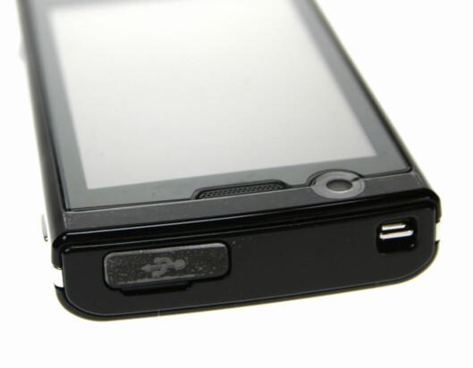 <strong>PÅ PLASS:</strong></B> Snart vil alle mobiltelefoner komme med micro-USB-plugg. Ladermarerittet er over.</B>