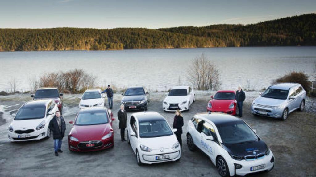 STERKT FINALEFELT: De ti finalebilene i Årests Bil 2014 ble samlet til dyst utenfor Oslo. Foto: Benjamin A. Ward