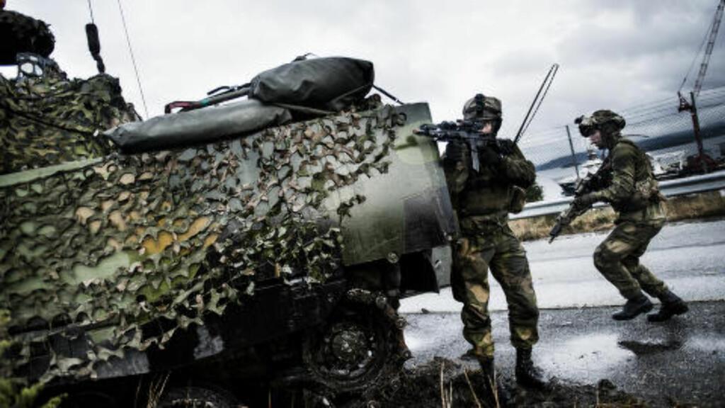 DOBBELT OPP: Nye HRS nord blir opprettet etter modell av hærens hurtige reaksjonsstyrke, som har Telemark bataljon i sin kjerne. Den HRSen blir basert rundt panserbataljonen. Foto: Håkon Eikesdal