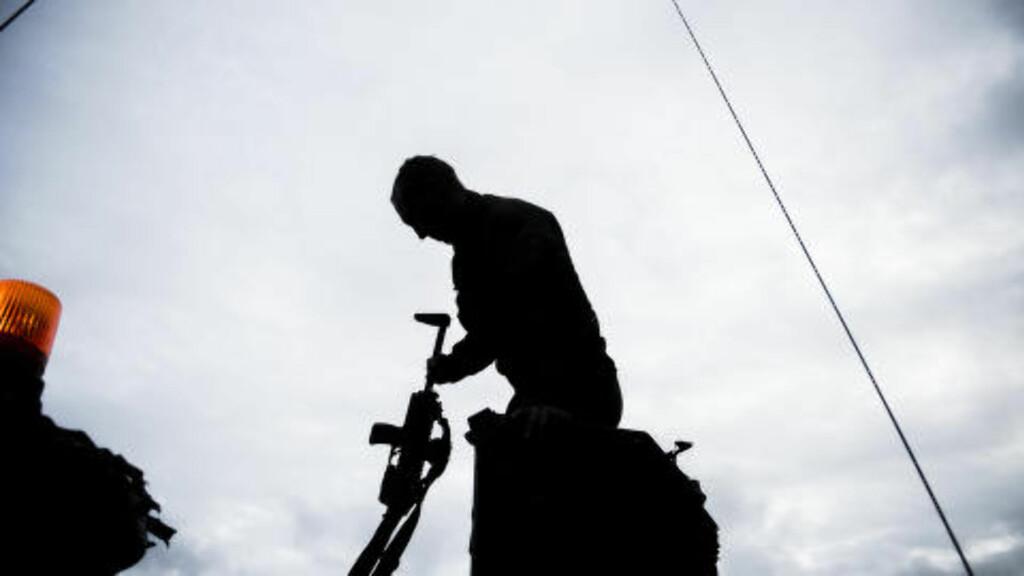 GRENADER: Kristoffer Karstensen er yrkessoldat, og har vært grenader i Telemark bataljon siden 2009. - Jeg har alltid drømt om å bli soldat. Siden barneskolen, faktisk, sier han. Foto: Håkon Eikesdal