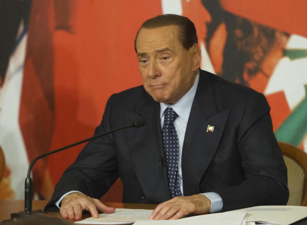 <strong>INGEN NÅDE:</strong> Senator Silvio Berlusconi holdt en pressekonferanse hjemme i Palazzo Grazioli i Roma hvor han hevdet å ha tolv vitnemål og 15 000 sider med dokumenter - fra Hongkong, av alle steder - som beviser hans uskyld. Senatet skal nå avgjøre om han skal fratas sitt sete etter en rettskraftig dom for storstilt skattesvik. Foto: AP / Scanpix / Domenico Stinellis